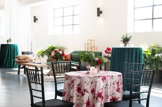 kentucky-derby-themed-bridal-shower-pink-linen-and-magenta-flowers-black-chiavari-chairs