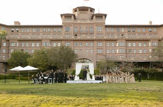outdoor-ceremony-on-hotel-lawn