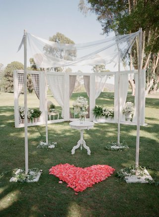 window-box-ceremony-background-with-heart-shaped-roses