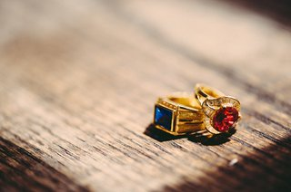 jewel-toned-stones-set-in-yellow-gold-ring