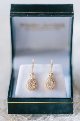 bride-wedding-jewelry-gold-earrings-diamond-teardrop-shape-drop-earrings-in-green-box