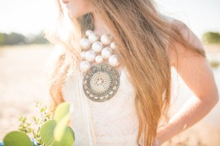 statement-necklace-with-large-pearls-and-large-pendant