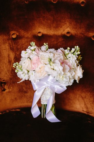 blush-and-white-bouquet-with-white-ribbon-and-rhinestone-wrap