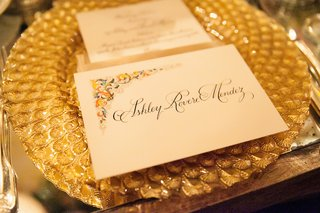 gold-charger-plate-with-texture-and-unique-escort-card