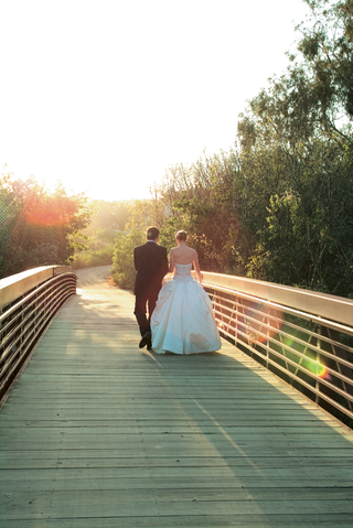 newlyweds-walking-on-bridge