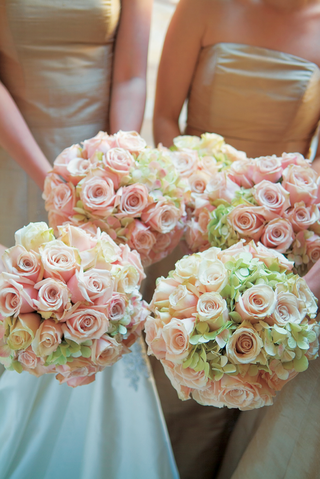 nosegays-featuring-pastel-flowers