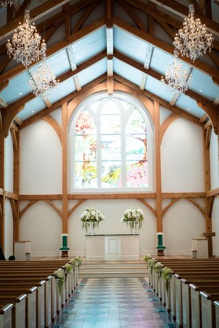 chapel-ceremony-venue-stain-glass-windows-west-virginia-greenbrier-hotel-resort-pews-wedding