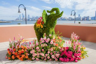 indian-wedding-ceremony-moss-sculpture-of-elephant-pink-orange-yellow-roses-flowers-new-york-city