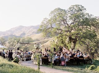 alfresco-wedding-under-oak-tree-in-california