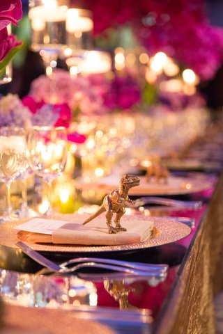 wedding-reception-place-setting-topped-with-a-golden-dinosaur-figurine