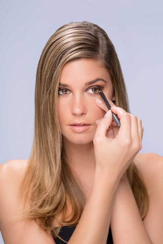 summer-makeup-tutorial-natural-smokey-smoky-eye-step-number-two