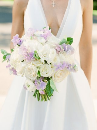 bridal-bouquet-with-white-roses-and-lavender-sweet-peas