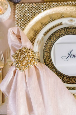 opulent-gold-and-pearl-napkin-rings