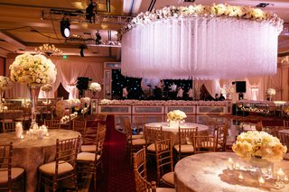 ballroom-wedding-reception-with-high-and-low-ivory-centerpieces-dramatic-crystal-ceiling-treatment