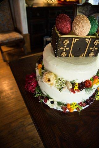 bilbo-baggins-and-daenerys-inspired-cake