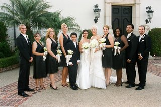 lesbian-couple-with-bridesmaids-and-best-man