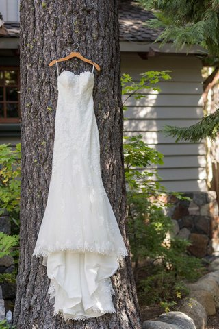 mermaid-gown-on-woodland-tree-hung-up-lace-details-sweetheart-neckline