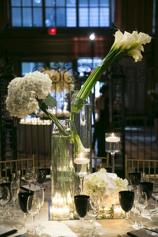 wedding-reception-table-with-modern-bouquets-of-white-calla-lilies-hydrangeas-black-goblets