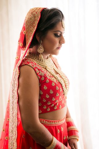 bride-in-lehnga-indian-wedding-gold-red-attire-and-jewelry-pretty-makeup
