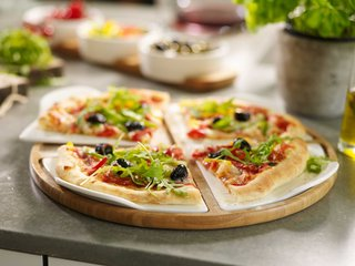 villeroy-boch-gifts-round-board-perfect-for-cutting-and-serving-pizza-and-other-party-treats