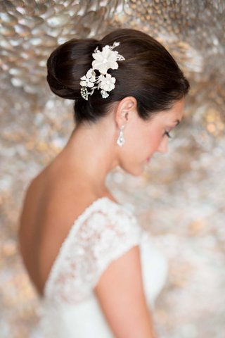 bride-with-a-floral-paris-by-debra-moreland-hair-accessory