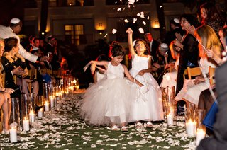 flower-girls-with-tulle-dresses-evening-ceremony-candlelit-aisle-dark-night-jewish-wedding