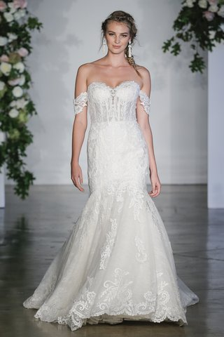 morilee-fall-2018-sculptured-lace-appliques-net-chantilly-lace-scalloped-hemline-detachable-sleeves