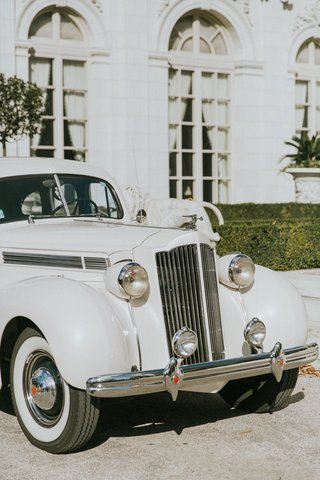 classic-white-wedding-car-in-front-of-rosecliff-mansion-newport-rhode-island-transportation
