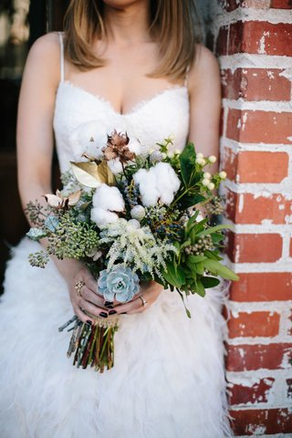 wedding-bouquet-with-succulents-gold-leaves-and-fresh-cotton