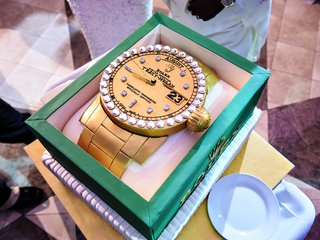 wedding-grooms-cake-surprise-gold-rolex-with-diamonds-in-green-box-at-tracy-morgan-wedding