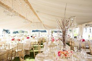 peach-wedding-ideas-flower-centerpiece-at-tent-wedding