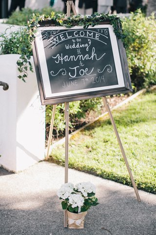 chalkboard-on-easel-at-wedding-ceremony-welcome-station