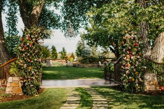 wedding-reception-ideas-garden-event-party-large-gate-decorated-with-flowers-and-greenery-chandelier