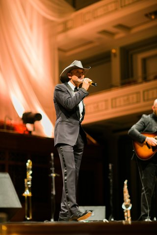 tim-mcgraw-performs-at-wedding-my-little-girl-father-daughter-dance-performed-by-tim-mcgraw