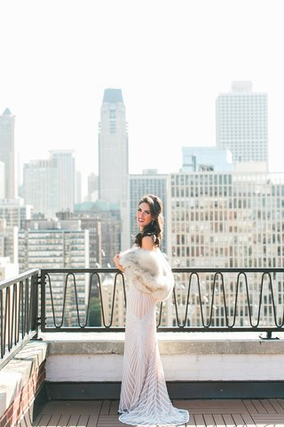 bride-in-naeem-khan-wedding-dress-chicago-skyline-fur-stole-wrap-bridal-portrait