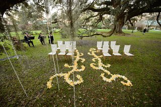 white-and-ivory-rose-petals-on-grass-at-plantation-wedding