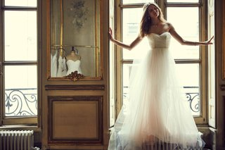 bella-blush-by-hayley-paige-bhldn-strapless-wedding-dress-with-sweetheart-neckline