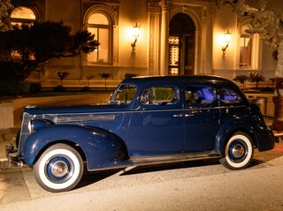 vintage-navy-blue-rolls-royce-as-wedding-getaway-car