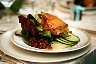 wedding-menu-entree-with-cucumber-and-puff-pastry