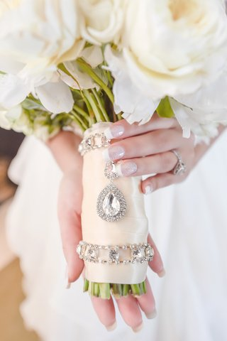 classic-bridal-bouquet-wrapped-with-crystal-detailing