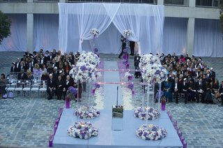 wedding-ceremony-with-grey-and-purple-color-palette