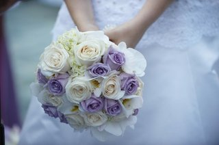 wedding-bouquet-flowers-purple-and-white-roses