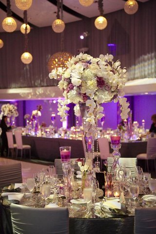 reception-centerpiece-with-crystal-vase-and-floating-candles