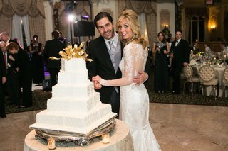 white-wedding-cake-with-square-layers-piping-looked-like-stacked-christmas-presents-gold-ribbon
