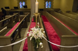 red-tufted-church-pews-with-white-flower-arrangement
