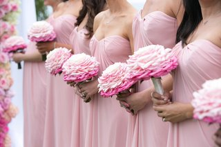 bridesmaids-in-pink-dresses-carrying-glamelia-bouquet-in-pink