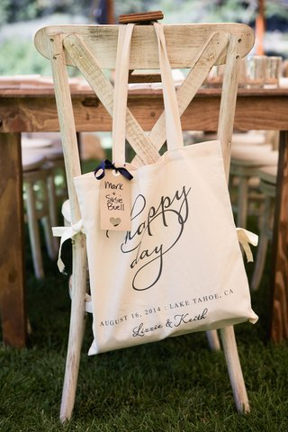 heart-shaped-cut-out-on-label-attached-to-gift-bag
