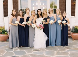 bride-with-bridesmaids-in-different-dresses