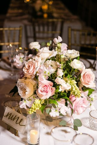 wedding-reception-low-centerpiece-pink-white-garden-rose-ranunculus-greenery-acrylic-table-number