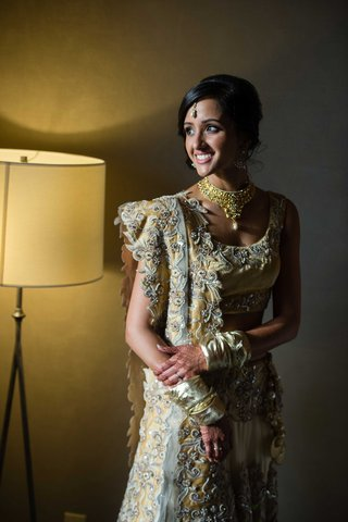 indian-bride-wearing-henna